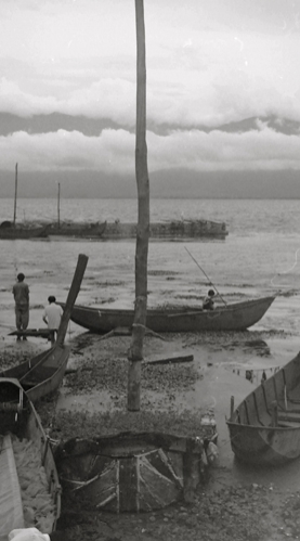 Dominique Cruchet, Wharf on Erhai Lake in Xizhou, China, (detail), 1999, silverprint, 30 x 40 cm